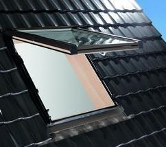 Roto Designo R8 Klapp-Schwingfenster aus Holz