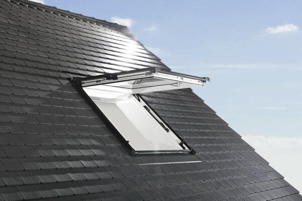 Roto Designo R8 Klapp-Schwingfenster aus Kunststoff weiß